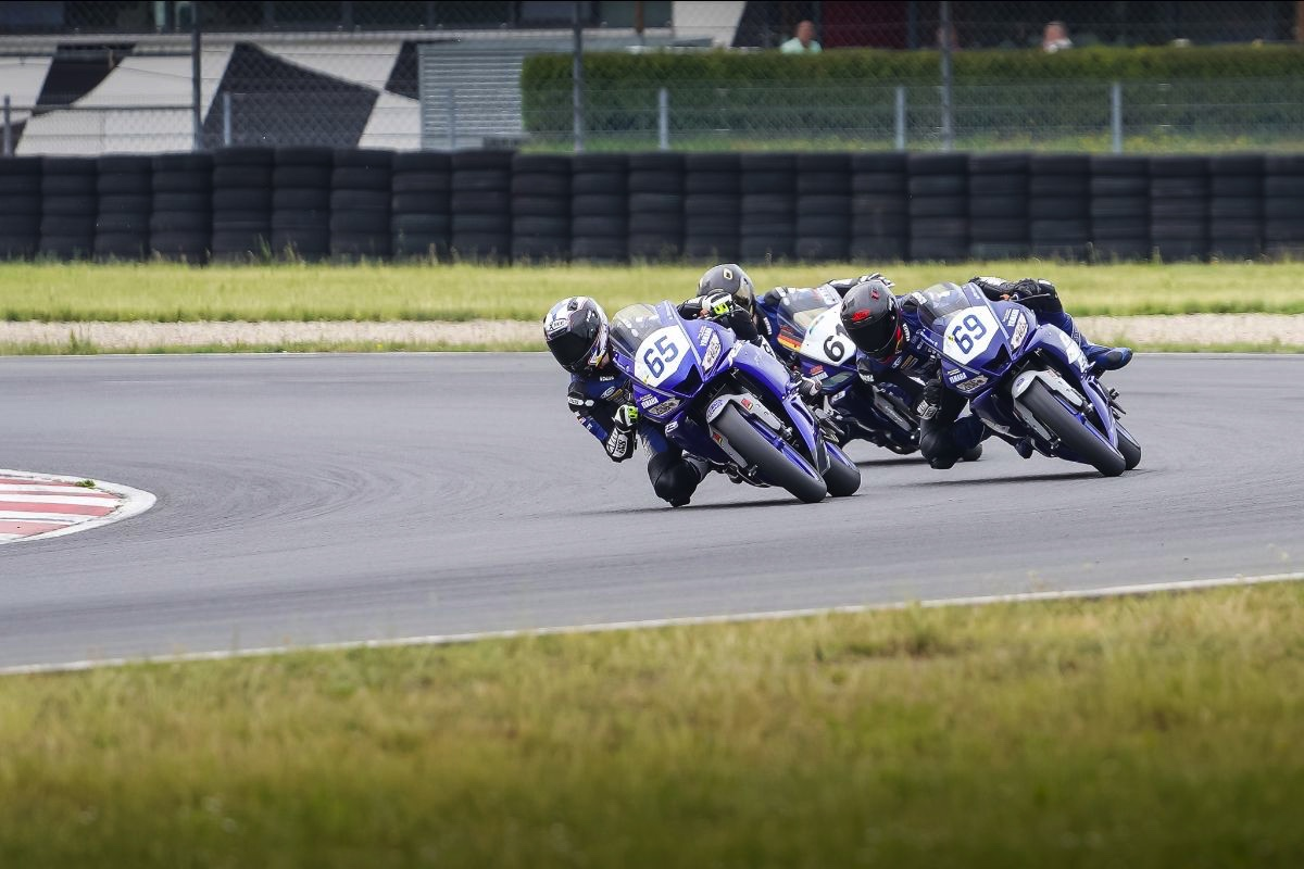 Yamaha R3 bLU cRU Cup